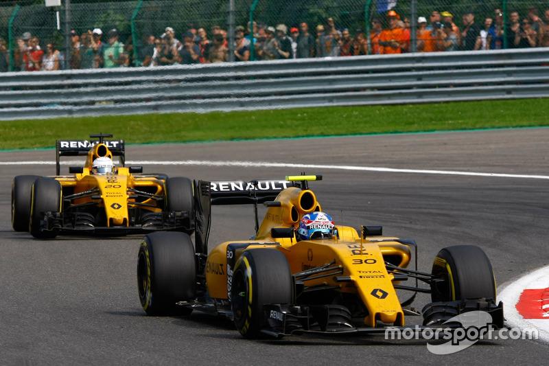 Jolyon Palmer, Renault Sport F1 Team RS16 ve Kevin Magnussen, Renault Sport F1 Team RS16