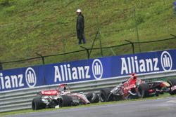 Kimi Raikkonen, McLaren Mercedes MP4/21 collided with Vitantonio Liuzzi, Scuderia Toro Rosso STR01