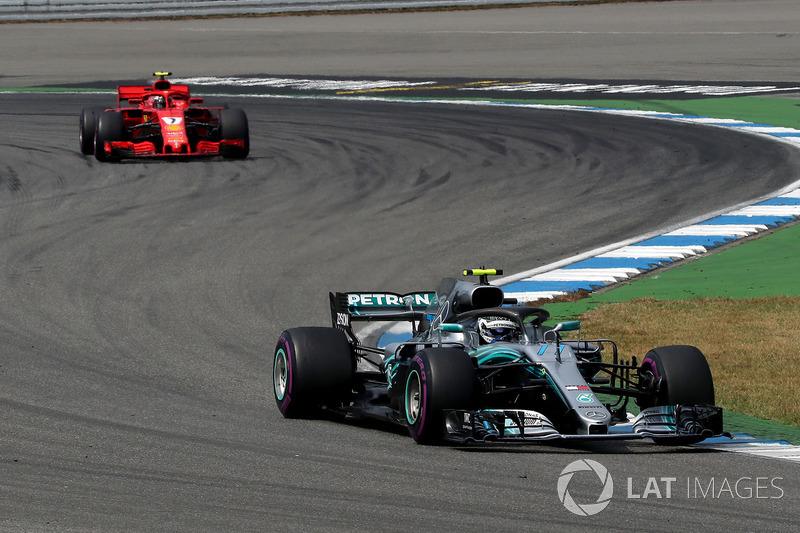 Valtteri Bottas, Mercedes-AMG F1 W09 e Kimi Raikkonen, Ferrari SF71H
