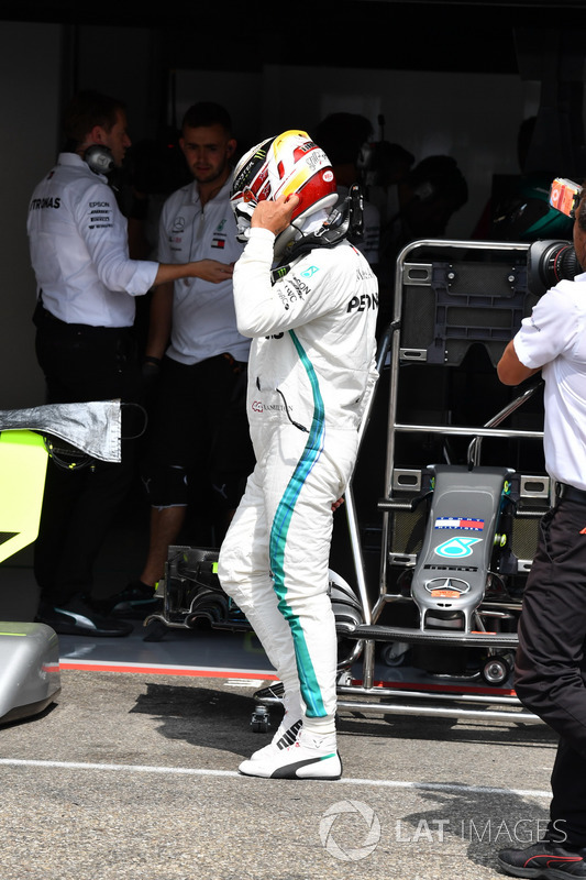 Lewis Hamilton, Mercedes-AMG F1 walks in after stopping on track