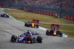 Брендон Хартли, Scuderia Toro Rosso STR13, Даниэль Риккардо, Red Bull Racing RB14, и Стоффель Вандорн, McLaren MCL33