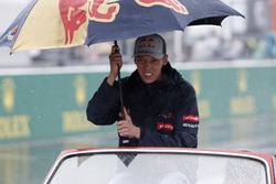 Daniil Kvyat, Scuderia Toro Rosso, in the drivers parade