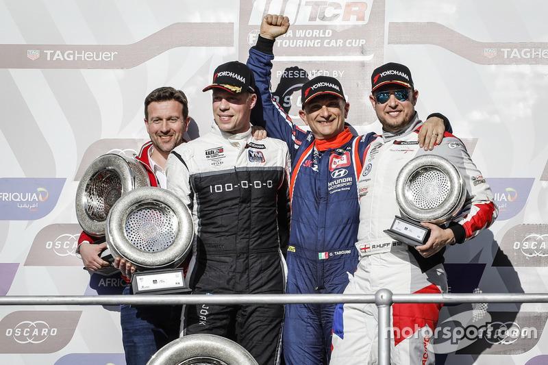 Podium: Race winner Gabriele Tarquini, BRC Racing Team Hyundai i30 N TCR, second place Thed Björk, YMR Hyundai i30 N TCR, third place Rob Huff, Sébastien Loeb Racing Volkswagen Golf GTI TCR