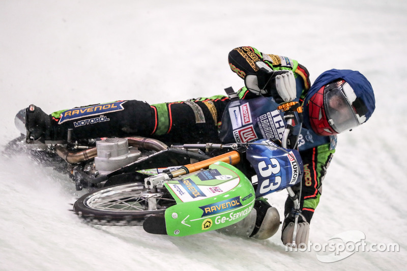 Также отметиться удалось Хансу Веберу: воскресенье он начал с победы над Дмитрием Хомицевичем, но уже в следующем заезде немец упал и получил травму, после чего на трек больше не выезжал