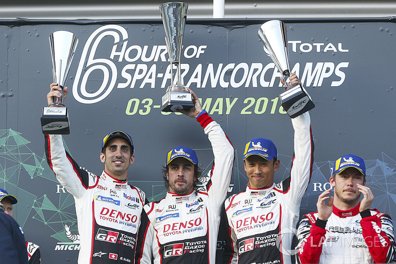 Ganadores de carrera Fernando Alonso, Sébastien Buemi, Kazuki Nakajima, Toyota Gazoo Racing