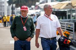 Неисполнительный директор Mercedes Ники Лауда и спортивный консультант Red Bull Хельмут Марко
