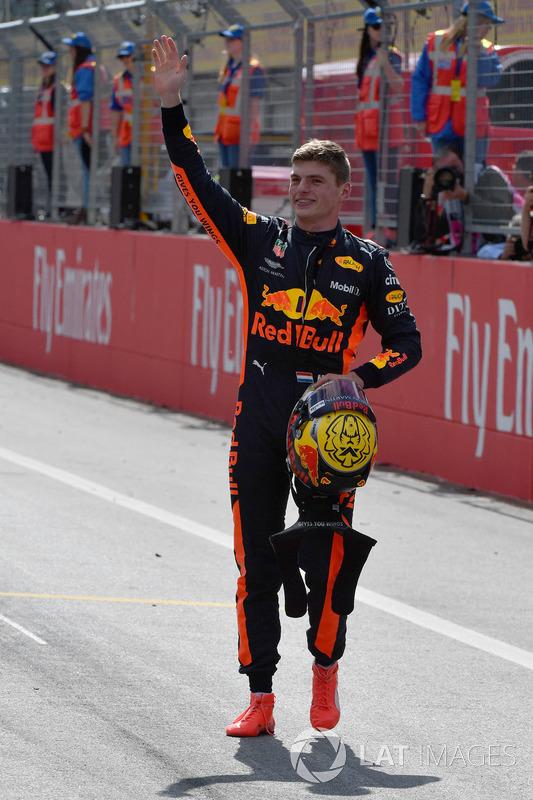 Il vincitore della gara Max Verstappen, Red Bull Racing, festeggia nel parco chiuso