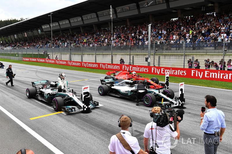 Lewis Hamilton, Mercedes-AMG F1 W09, Valtteri Bottas, Mercedes-AMG F1 W09 y Sebastian Vettel, Ferrari SF71