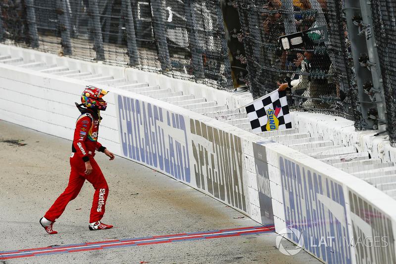 Kyle Busch, Joe Gibbs Racing, Toyota Camry Skittles Red White & Blue, festeggia
