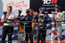 Podium: race winner Stefano Comini, Comtoyou Racing, second place Gianni Morbidelli, West Coast Racing, third place Josh Files, M1RA