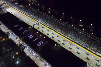 Lewis Hamilton, Mercedes AMG F1 W09 EQ Power+, Max Verstappen, Red Bull Racing RB14, and Sebastian Vettel, Ferrari SF71H, lead the field away at the start of the race