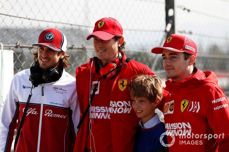 Antonio Giovinazzi, Alfa Romeo Racing, John Elkann, FIAT, su hijo y Charles Leclerc, Ferrari