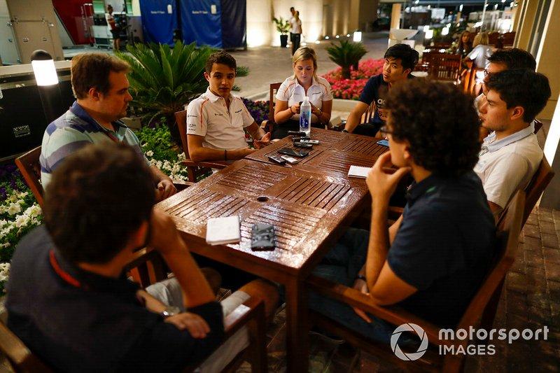 Lando Norris, McLaren, parle aux médias