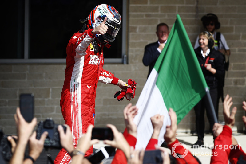 Kimi Raikkonen, Ferrari SF71H, fête sa victoire