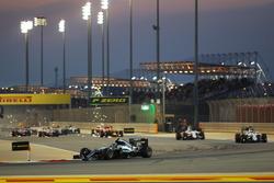 Nico Rosberg, Mercedes AMG F1 W07 Hybrid aan de leiding bij de start