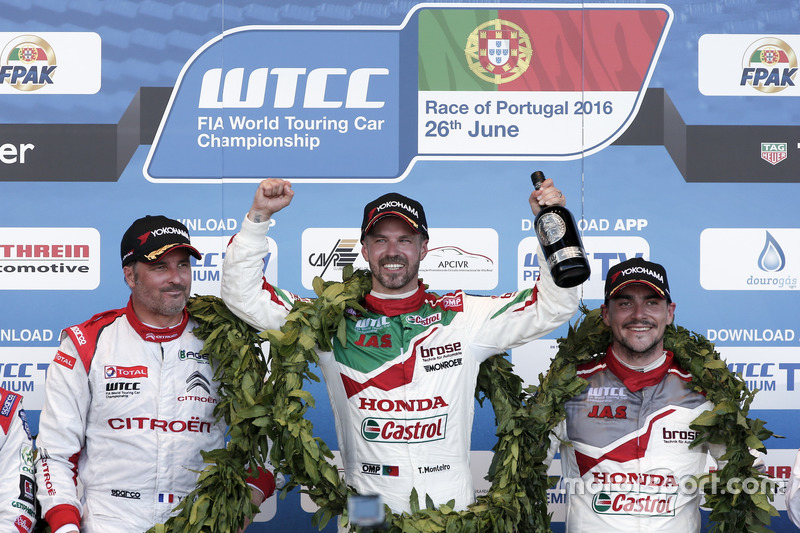 Podyum: 1. Tiago Monteiro, Honda Racing Team JAS, Honda Civic WTCC; 2. Yvan Muller, Citroën World Touring Car Team, Citroën C-Elysée WTCC; 2. Norbert Michelisz, Honda Racing Team JAS, Honda Civic WTCC