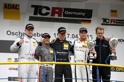 Podium: bester Junior Dominik Fugel, Team Honda ADAC Sachsen, Honda Civic TCR; 2. Benjamin Leuchter, Racing One VW Golf GTI TCR ; 1. Josh Files, Target Competition, SEAT Leon Cup Racer; Pascal Eberle, Steibel Motorsport, SEAT Leon Cup Racer