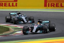 Lewis Hamilton, Mercedes-Benz F1 W08; Valtteri Bottas, Mercedes-Benz F1 W08