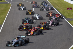 Lewis Hamilton, Mercedes AMG F1 W08, Sebastian Vettel, Ferrari SF70H, Max Verstappen, Red Bull Racing RB13, Daniel Ricciardo, Red Bull Racing RB13, Esteban Ocon, Sahara Force India F1 VJM10, the rest of the field at the start