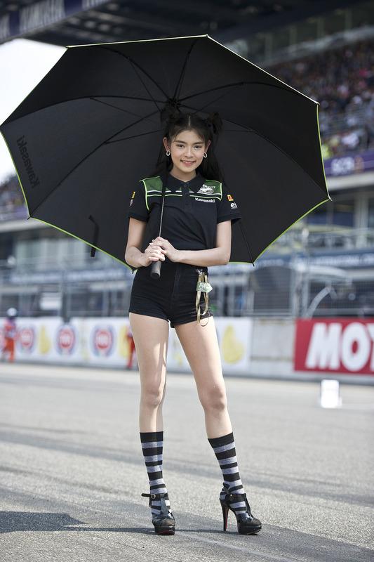 Hermosa chica de Kawasaki Puccetti Racing