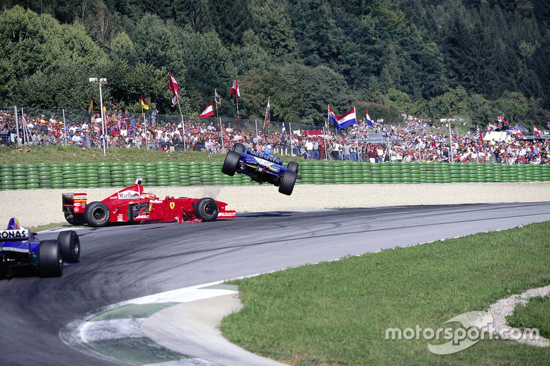 Jean Alesi, Eddie Irvine, crash in Oostenrijk 1997