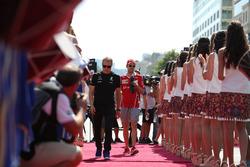 Valtteri Bottas, Mercedes AMG F1 and Sebastian Vettel, Ferrari on the drivers parade