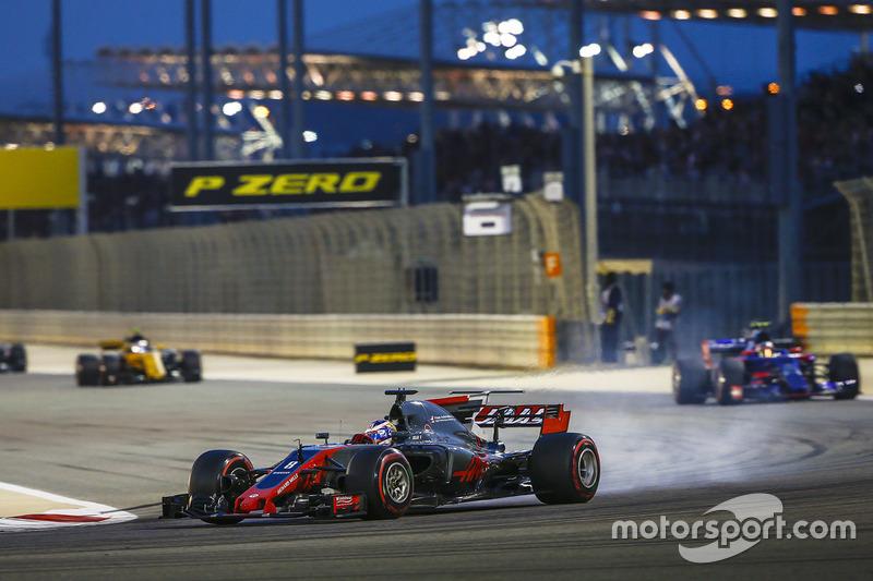 Romain Grosjean, Haas F1 Team VF-17, Carlos Sainz Jr., Toro Rosso STR12