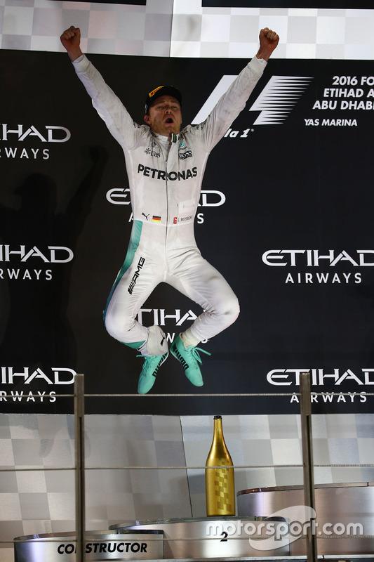 Podio: segundo lugar y campeón del mundo 2016  Nico Rosberg, Mercedes AMG F1