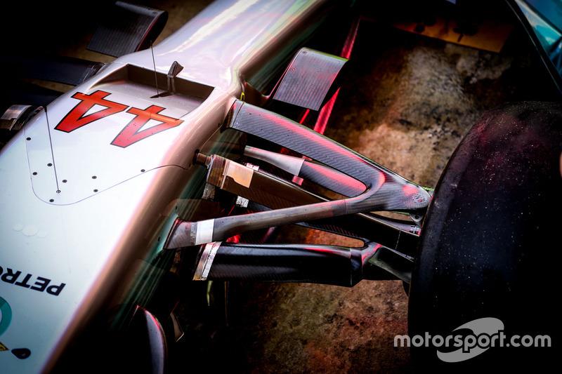 Носовой обтекатель и передняя подвеска Mercedes AMG F1 W08