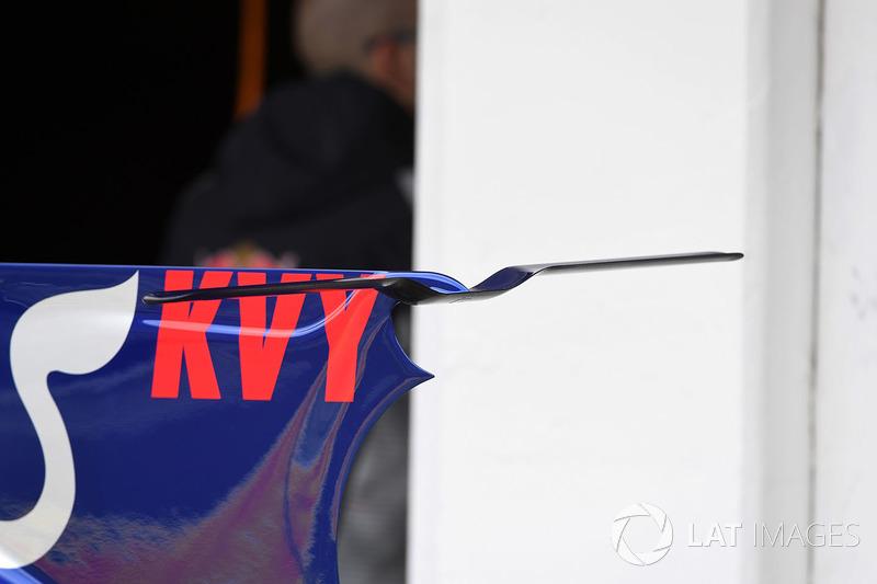 Scuderia Toro Rosso STR12 detalle de ala de la cubierta de motor