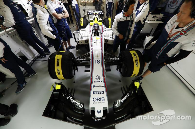 Lance Stroll, Williams FW40, nel garage Williams F1