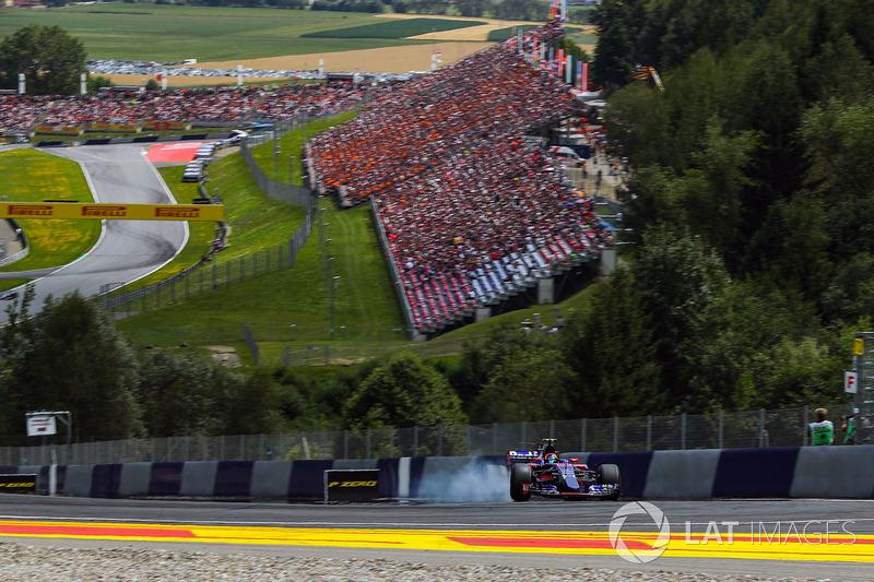 Карлос Сайнс-молодший, Scuderia Toro Rosso STR12, на гальмуванні