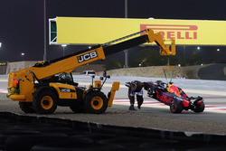 Эвакуация автомобиля RB14 Даниэля Риккардо, Red Bull Racing