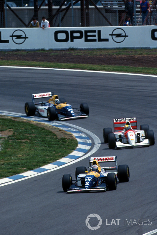 Alain Prost, Williams FW15C lidera a Ayrton Senna, McLaren MP4/8 and Damon Hill, Williams FW15C