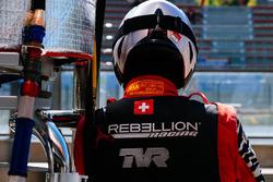 Un mécanicien Rebellion Racing