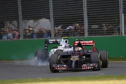 Daniil Kvyat, Toro Rosso STR9, y Valtteri Bottas, Williams FW36