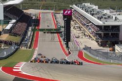 Sebastian Vettel, Ferrari SF70H, Lewis Hamilton, Mercedes AMG F1 W08, off the line