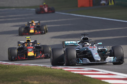 Lewis Hamilton, Mercedes AMG F1 W09, Max Verstappen, Red Bull Racing RB14 Tag Heuer, and Daniel Ricciardo, Red Bull Racing RB14 Tag Heuer