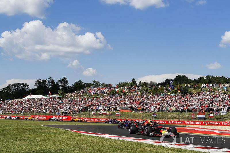 Max Verstappen, Red Bull Racing RB14, Pierre Gasly, Toro Rosso STR13, y Carlos Sainz Jr., Renault Sport F1 Team R.S. 18