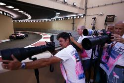 Esteban Ocon, Sahara Force India F1 VJM10, passes the photographers