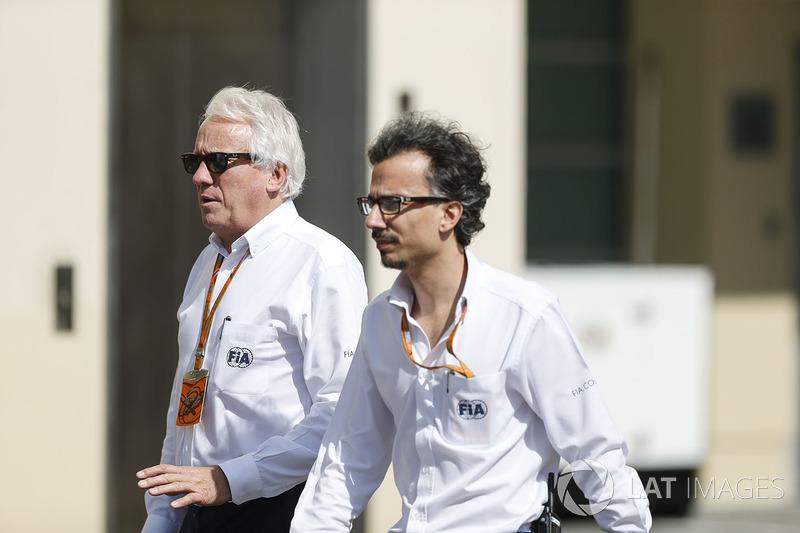 Charlie Whiting, FIA Delegesi ve Laurent Mekies, FIA Güvenlik Direktörü