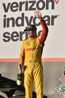 Ryan Hunter-Reay, Andretti Autosport Honda, festeggia la vittoria della gara