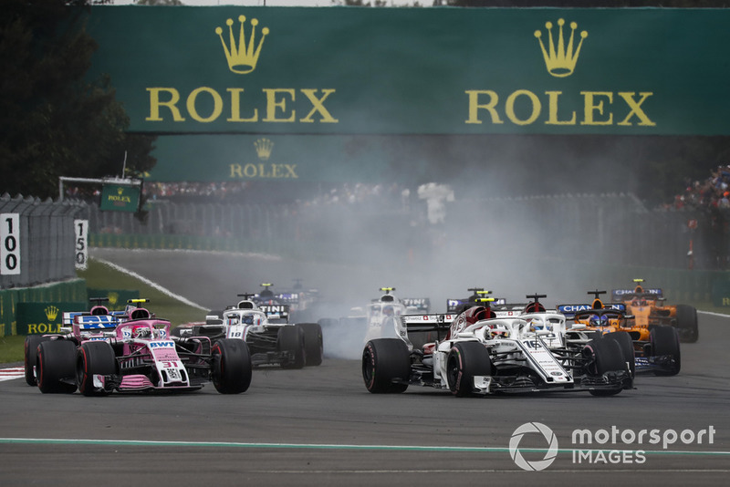 Charles Leclerc, Sauber C37 and Esteban Ocon, Racing Point Force India VJM11 battle at the start of the race