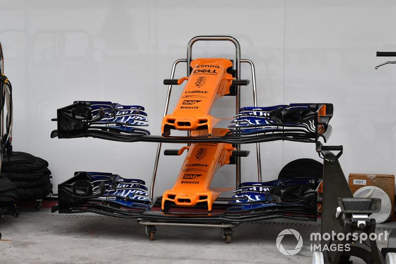 Des nez et ailerons avant de McLaren MCL33
