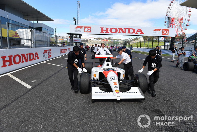 McLaren Honda MP4-7A lors des Legends F1 30th Anniversary Lap Demonstration