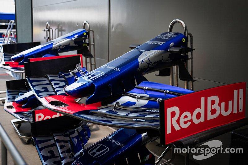 Scuderia Toro Rosso STR14, asa dianteira