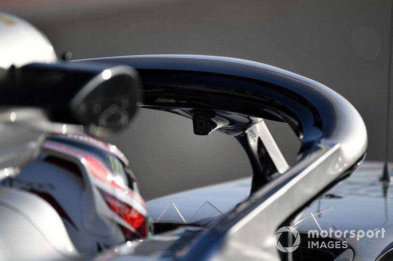 Lewis Hamilton, Mercedes-AMG F1 W10 EQ Power+, con una cámara en el Halo