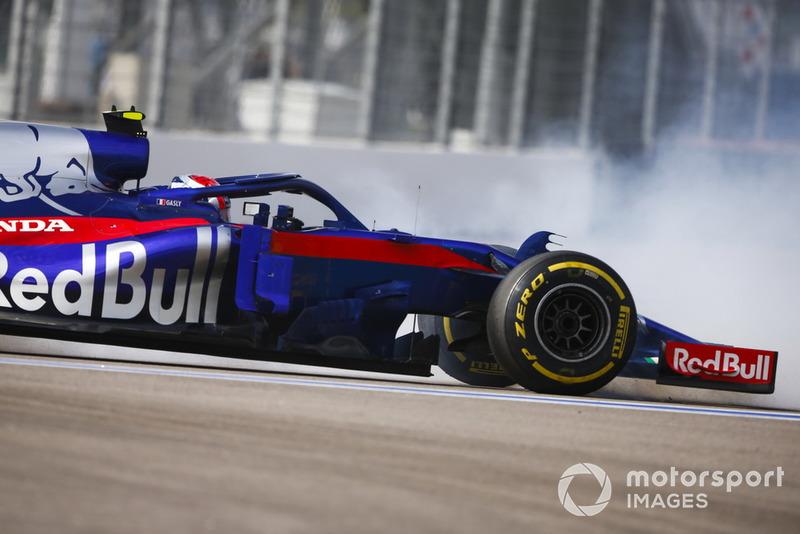 Pierre Gasly, Scuderia Toro Rosso STR13, sufre un trompo