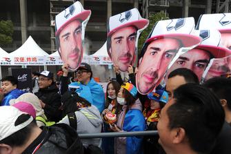 Alonso taraftarları imza seansında