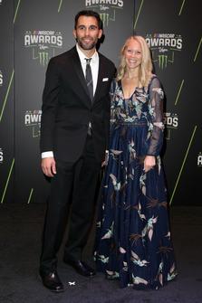 Aric Almirola, Stewart-Haas Racing, mit Ehefrau Janice